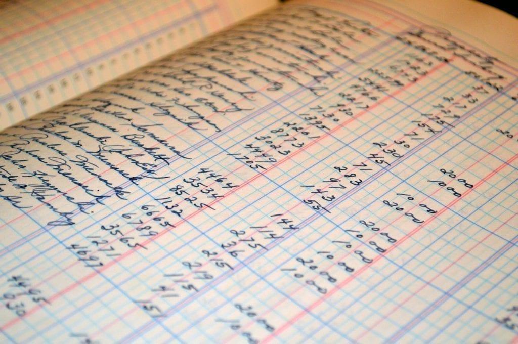livro de dívidas com vários números