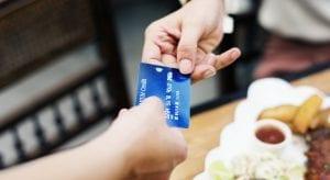 5 motivos para não emprestar o cartão de crédito