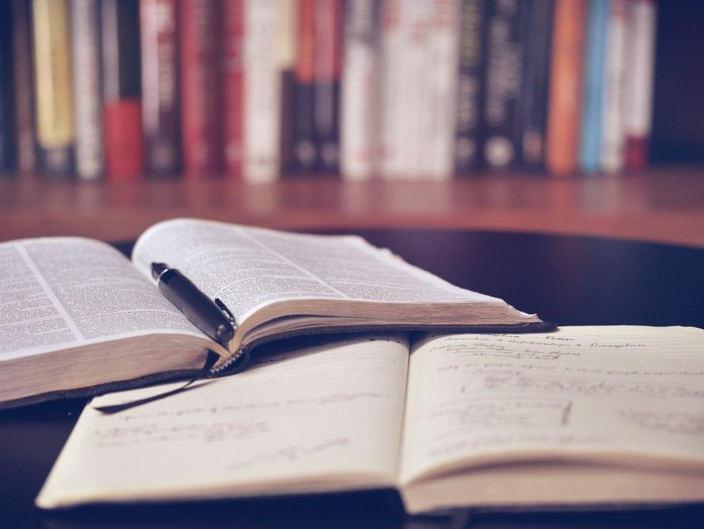 dois de livros de educação financeira