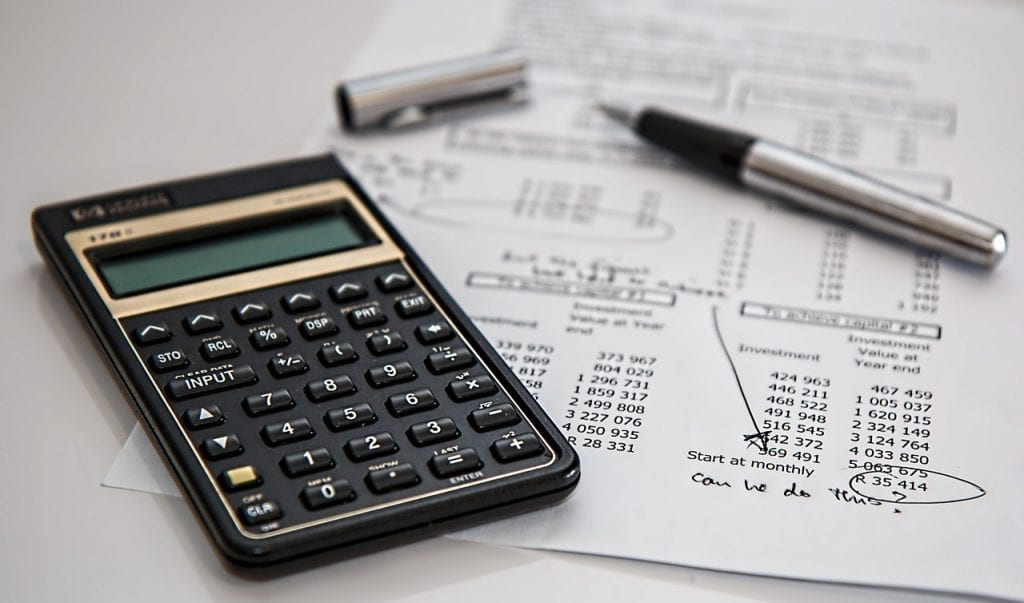 calculadora e relatório com valorizações de investimento em renda fixa